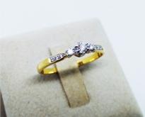 สินค้าพร้อมขาย แหวนทองคำแท้ประดับเพชรดีไซน์น่ารัก ๆ สำหรับสาว ๆ